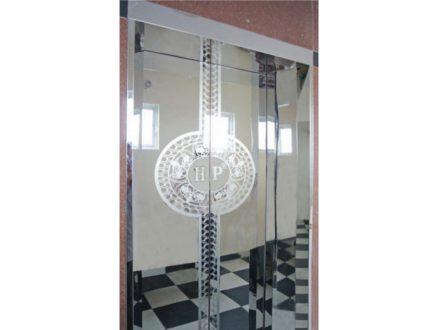 Thang máy Inox gương hoa văn tròn có Logo