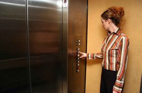 Những lưu ý để sử dụng thang máy an toàn